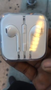 I phone headphones Brand New Chicago, 60637