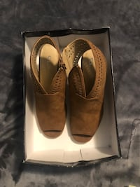 Size 8 1/2 women shoes Baltimore, 21236