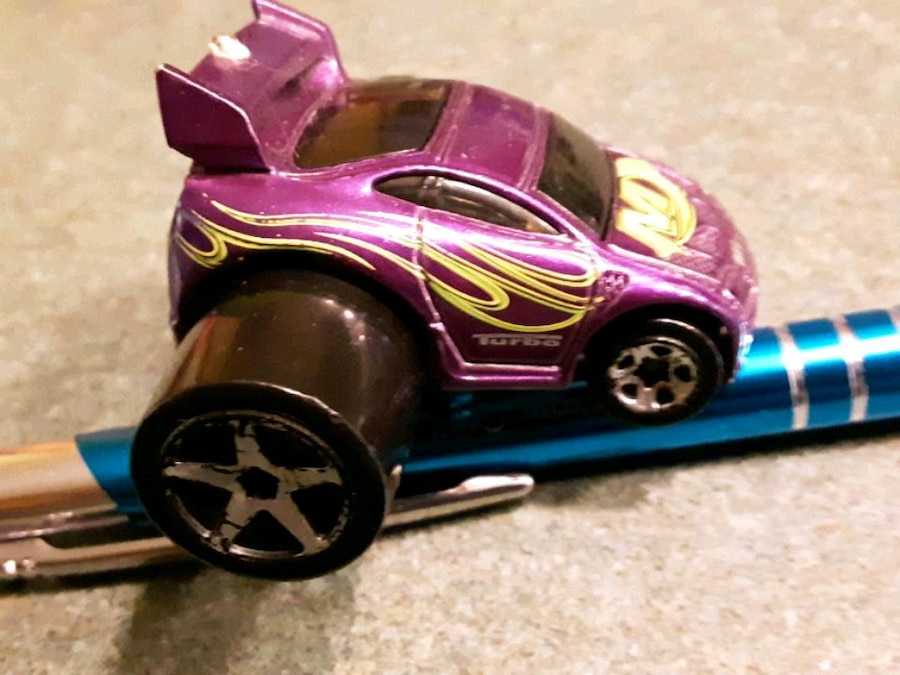 Photo 72 Matchbox and hot wheels cars all in good shap