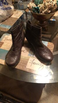 Pair of brown leather boots size 91/2 Fort Worth, 76112