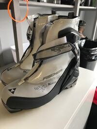 Never worn Fischer xcountry skate boots