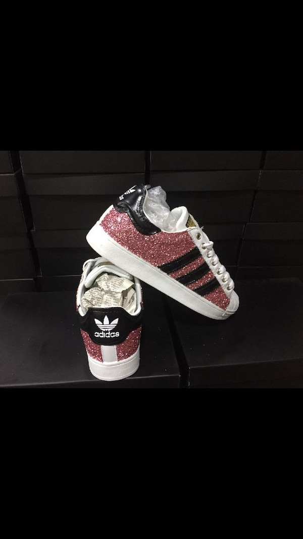 sneakers basse Adidas Superstar in glitter bianche e nere rosse