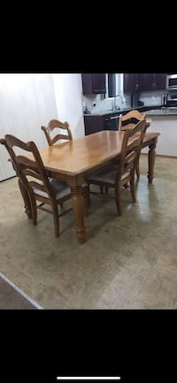 Table with 4 chairs for sale solid wood Federal Way, 98023