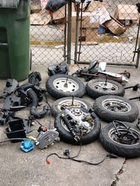 Scooter parts for 50 cc parts 25 dollars today  only pickup only