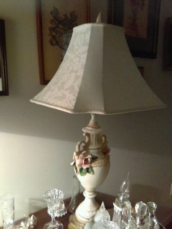 Used White And Brown Ceramic Table Lamp For Sale In Ellenwood Letgo