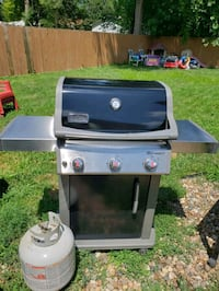 Weber spirit 3 burner  West Des Moines, 50265