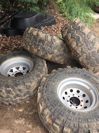 8 lug 16.5 by 35 inch super swampers  Harpers Ferry, 25425