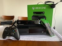 Xbox One with Kinect and Chat Headset. Jersey City, 07302