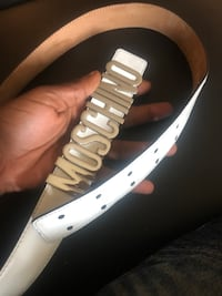 Moschino belt 100% authentic  Oxon Hill, 20745