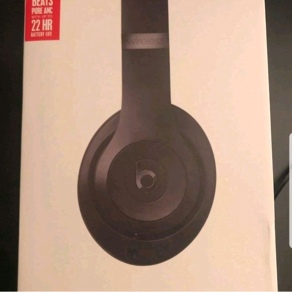 Black and red solo 3 beats by dre
