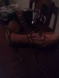 Mens size 9 work boot with cammo on top
