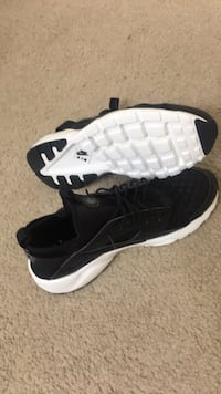 Nike air huaraches never worn them before they are a size 13 Spring, 77373