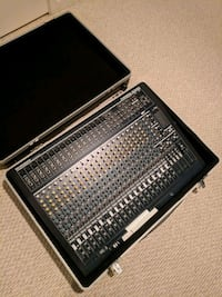 Behringer mixer with Gator case Bristow, 20136