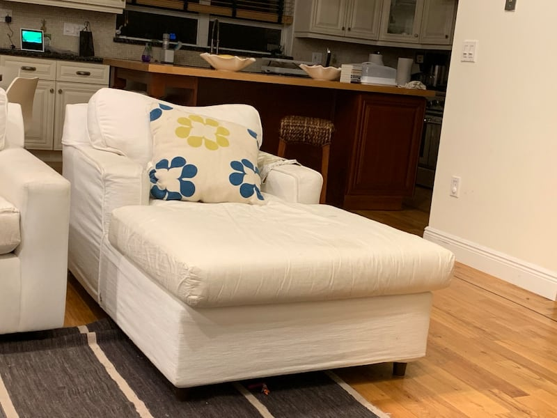 White couch and chair b660940c-c396-49af-9413-40b7c25043c8