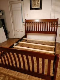 Like new solid wood Queen bed frame in very good c Annandale, 22003