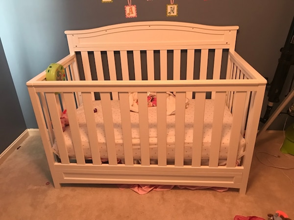 Delta Emery 4-in-1 Crib