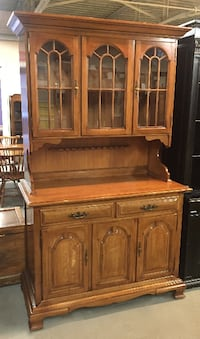 Thomasville Maple Wood China Cabinet / Hutch w/ Glass Doors Liverpool