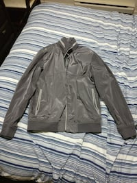 Medium Men's Gap Windbreaker Vancouver, V5Y 1Y6