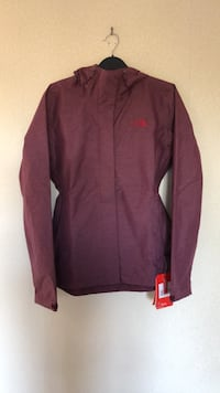 NEW WITH TAGS NORTH FACE RAINCOAT  Worcester Park, KT4 7ED