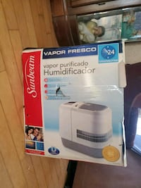 New still in box humidifier ( just the box is torn)