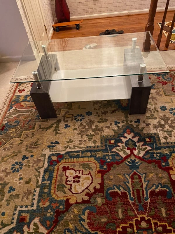 Glass coffee table 2f6701ff-bc74-424d-8e56-eefa3994a7c6
