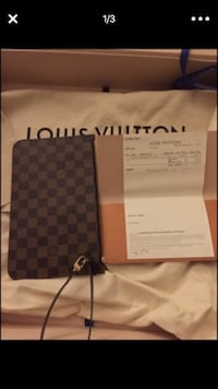 Authentic Louis Vuitton wristlet  Herndon, 20171