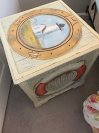 Side table storage box hand painted inr lined in suede great condition Gambrills, 21054