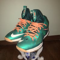 pair of green-and-red Nike basketball shoes Kenosha, 53140