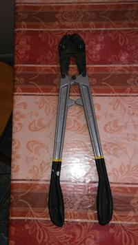 black and gray bolt cutter