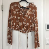 Crop bell sleeve top Mississauga, L5J 4G4