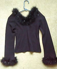 Beautiful blk sweater top. Small St. Louis, 63129