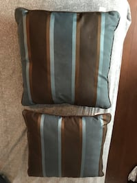 Two throw pillows Hull, J8X 3K3