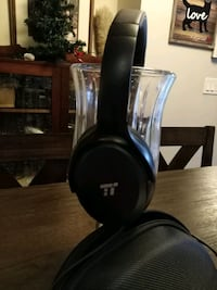 black and gray corded headphones Vancouver