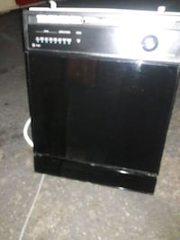 Black GE dishwasher