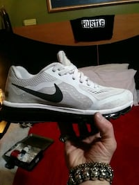 Besutiful-mint condition NIKE AIR MAX