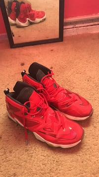pair of red Nike Huarache shoes Saint Louis, 63138