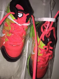 pair of red-and-green Nike basketball shoes Triangle, 22172