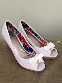 White wedge pumps..size 7 1/2 wide Winchester, 22602