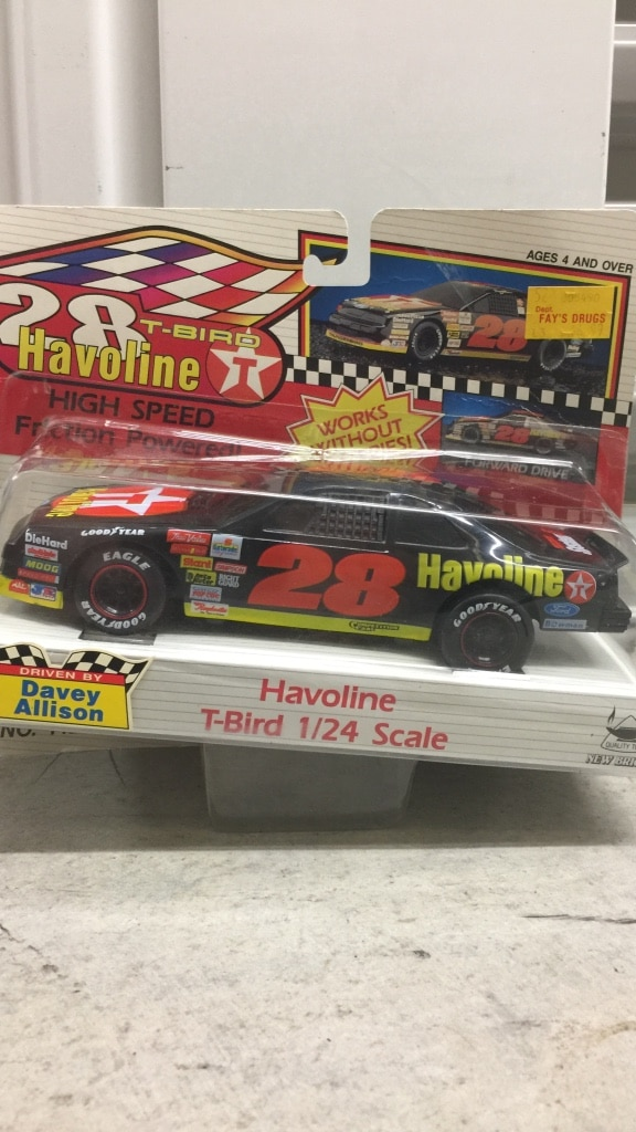Photo Black red and yellow 28 havoline t-bird 1/24 scale
