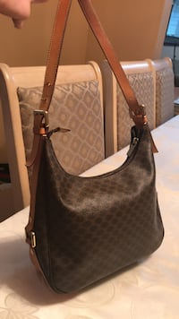 brown monogrammed Michael Kors leather crossbody bag 553 km