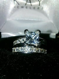 Diamond ring set size 7 Milwaukee, 53208