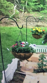 4 hanging posts with flower pots - price firm Fredericksburg, 22407