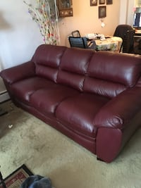 Burgundy leather 3 seater couch  Calgary, T3Z 3Y7