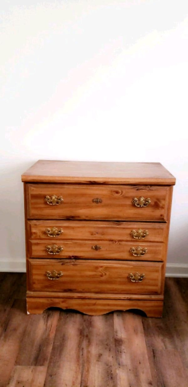 Chest of Drawers  99358ff4-2edc-4d6d-bacb-1f8d84598877