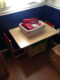 Child pay table with 2 chairs and bins Swedesboro, 08085