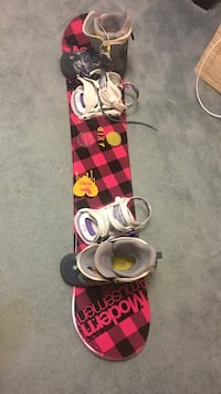Burton Boots 7.5 W & 140 Snowboard with Bindings North Vancouver, V7M 1S6