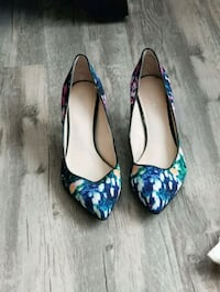 pair of blue-and-white floral pumps Reno