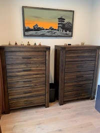 4 pc King Bedroom Set - Macy' s Avondale - Wood - Gently Used Baltimore