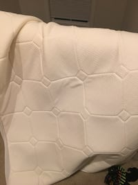 Full size mattress pad, like new Herndon, 20170