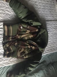 gray, green, and brown camouflage jacket Montréal, H4N 2H4